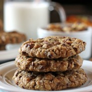 Chunky Oatmeal and Chocolate Cookies
