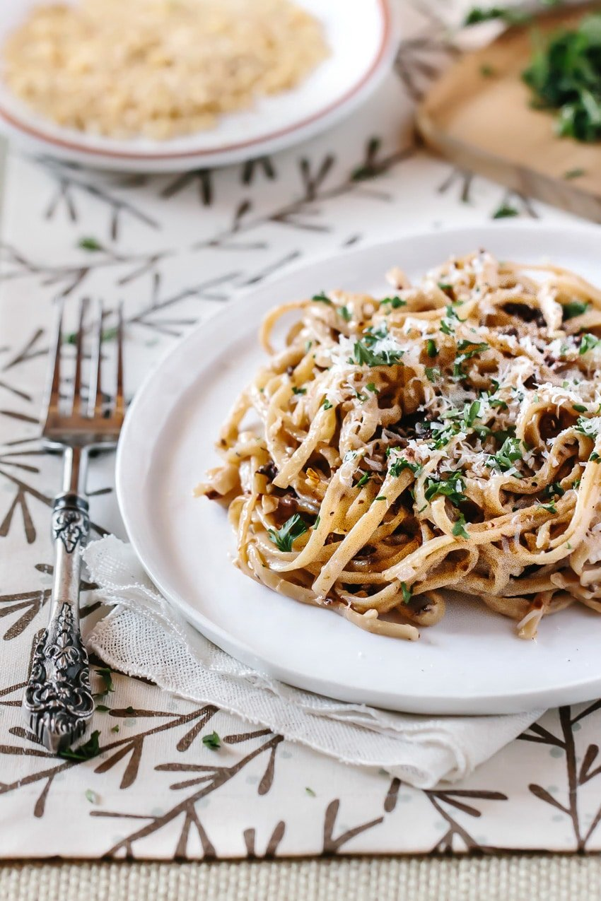 Linguine with Walnut Bachamel Sauce and Sun-Dried Tomatoes