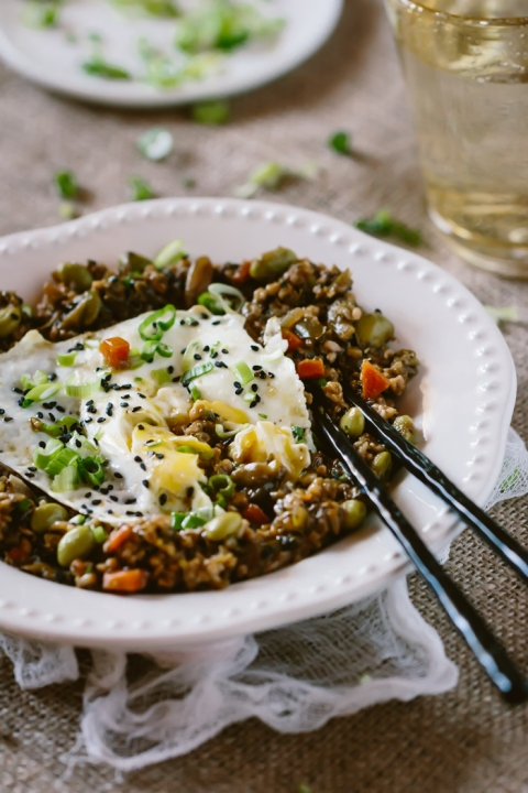 One-Pot Savory Steel Cut Oats Recipe: Savory steel cut oats recipe flavored with Asian ingredients. A great way to add healthy vegetables and oats into your breakfast routine.