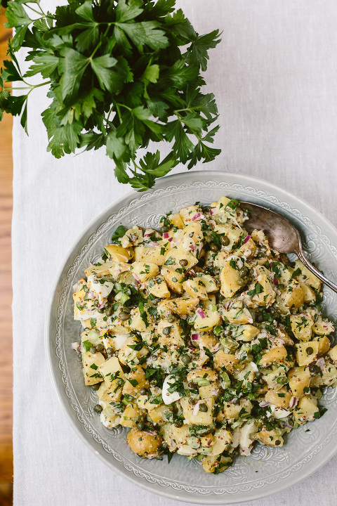 The Ultimate Potato Salad: An easy and quick to make vegetarian potato salad perfect for any potluck or parties.