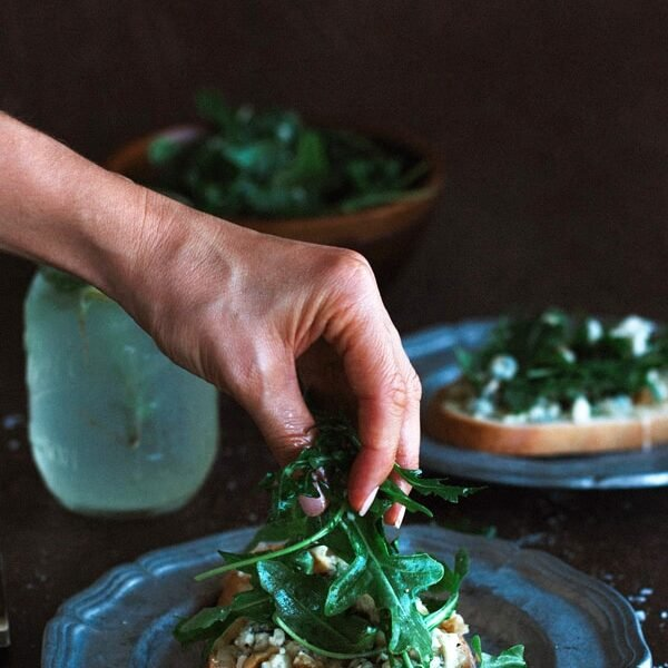Gorgonzola-Walnut Bruschetta with Truffle Oil