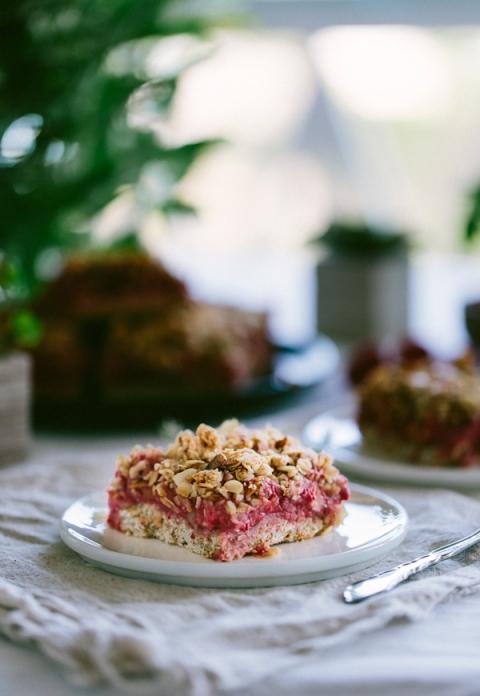 Almond and Raspberry Breakfast Bars {Vegan} - FoolproofLiving
