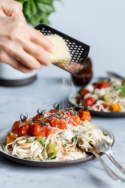 This 30-minute Brown Rice Caprese Spaghetti is made with roasted ...
