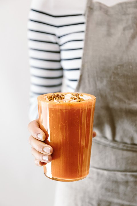 Banana Free Carrot Cake Smoothie Recipe: A carrot cake like smoothie made with carrots, pineapple, coconut milk, and just a few raisins. Vegan and no sugar added.