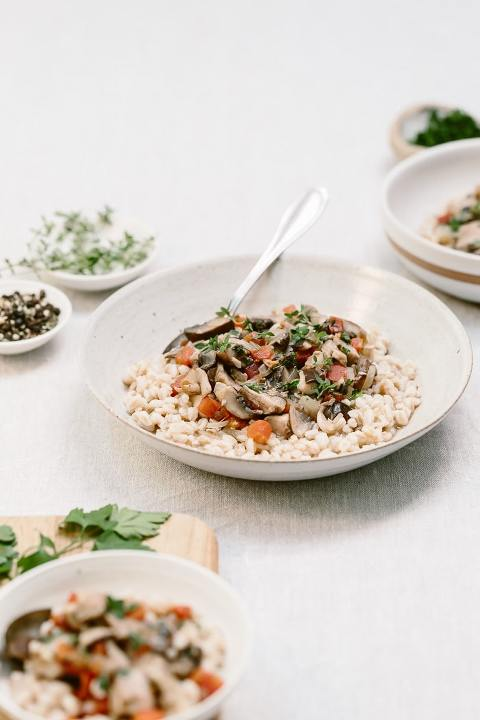 Made with a combination of assorted mushrooms, this vegan mushroom ragout with farro is a healthy, nutritious and heartwarming bowl of comfort food.