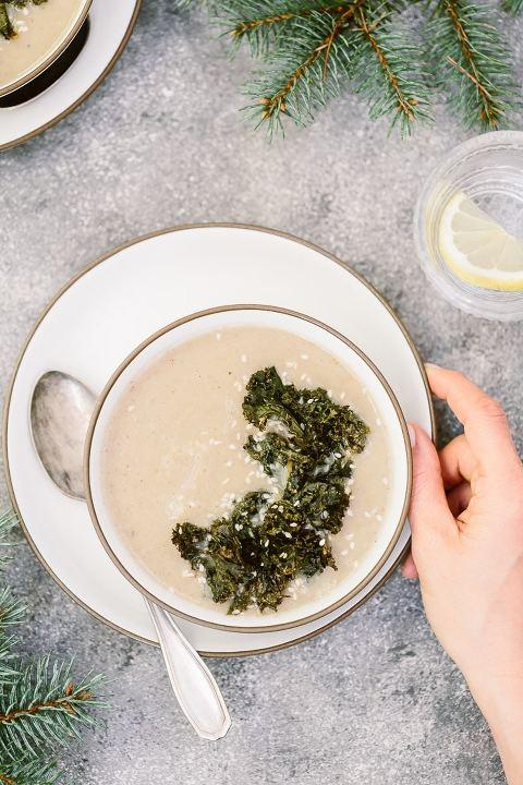 Sunchoke Soup: A heartwarming jerusalem artichoke (or sunchoke) soup. Perfect for the cool winter dinners.
