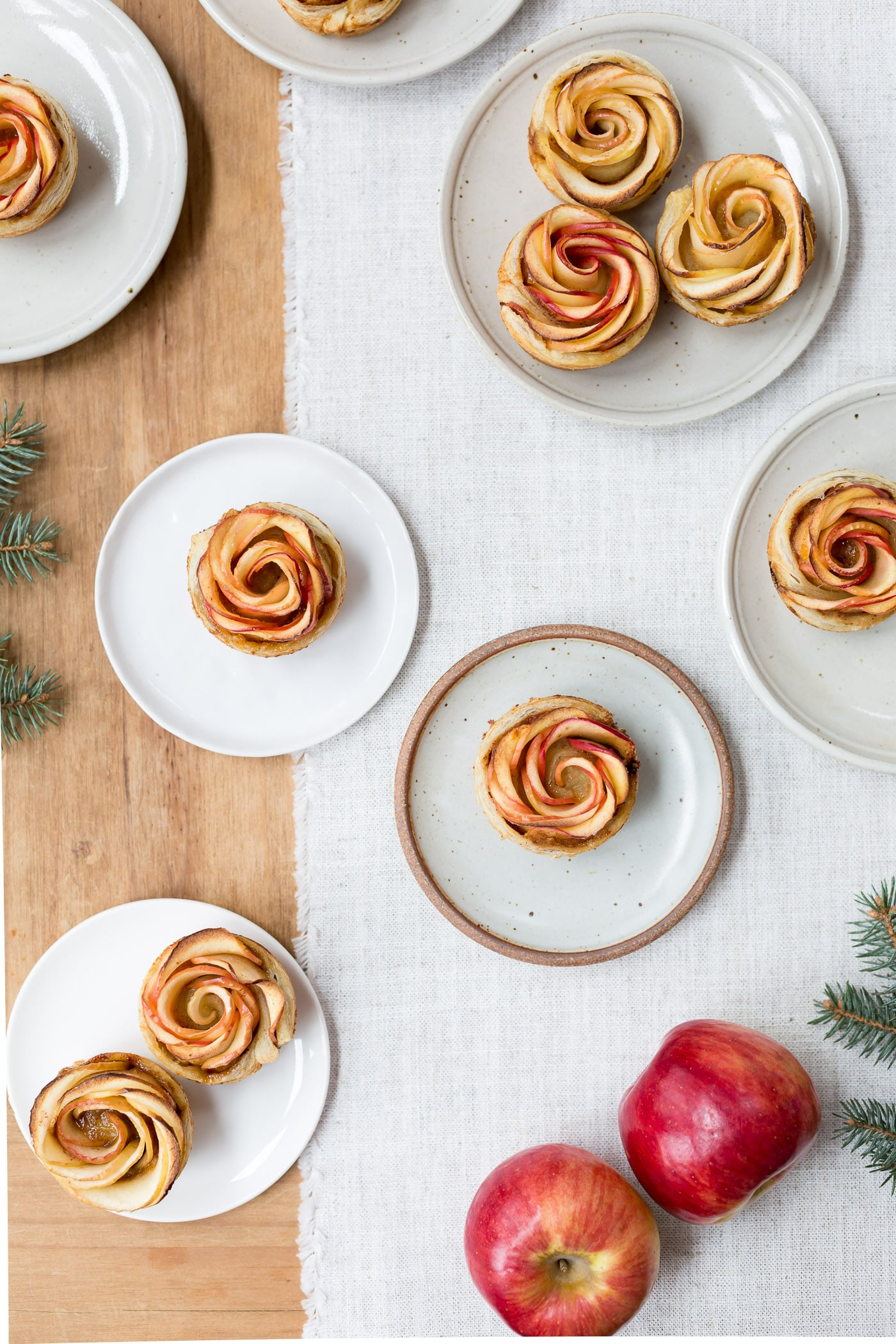 How to make apple roses - Showcasing freshly baked apple roses served on small plates.