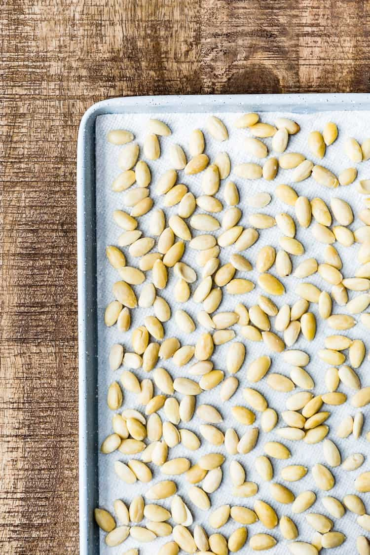 Learn how to remove almond skin to have blanched almonds