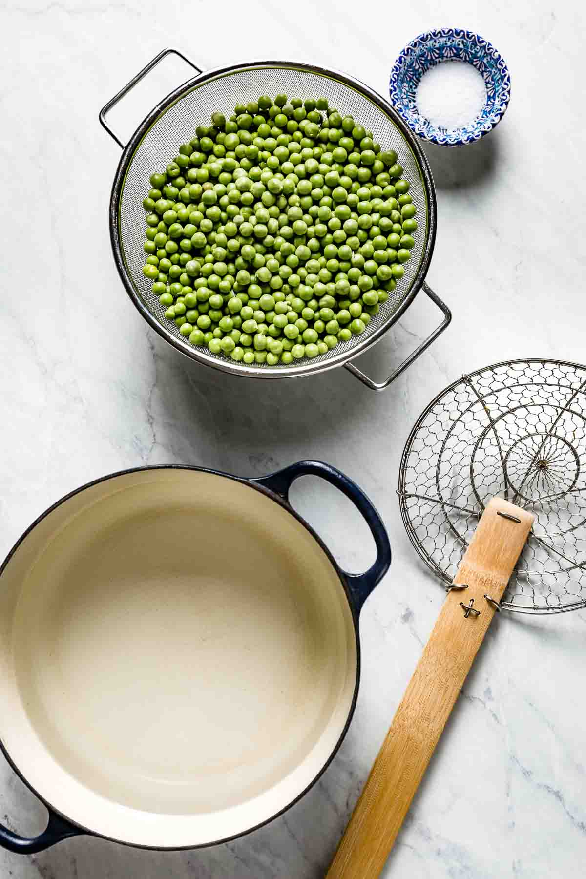 Equipment and ingredients needed for blanching peas